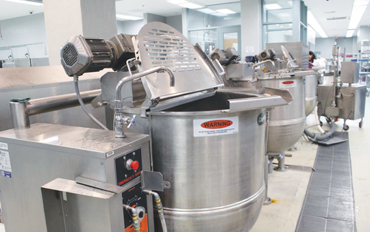 Photo of an industrial kitchen at Bath Institution. Photo credit: Standing Senate Committee on Human Rights.