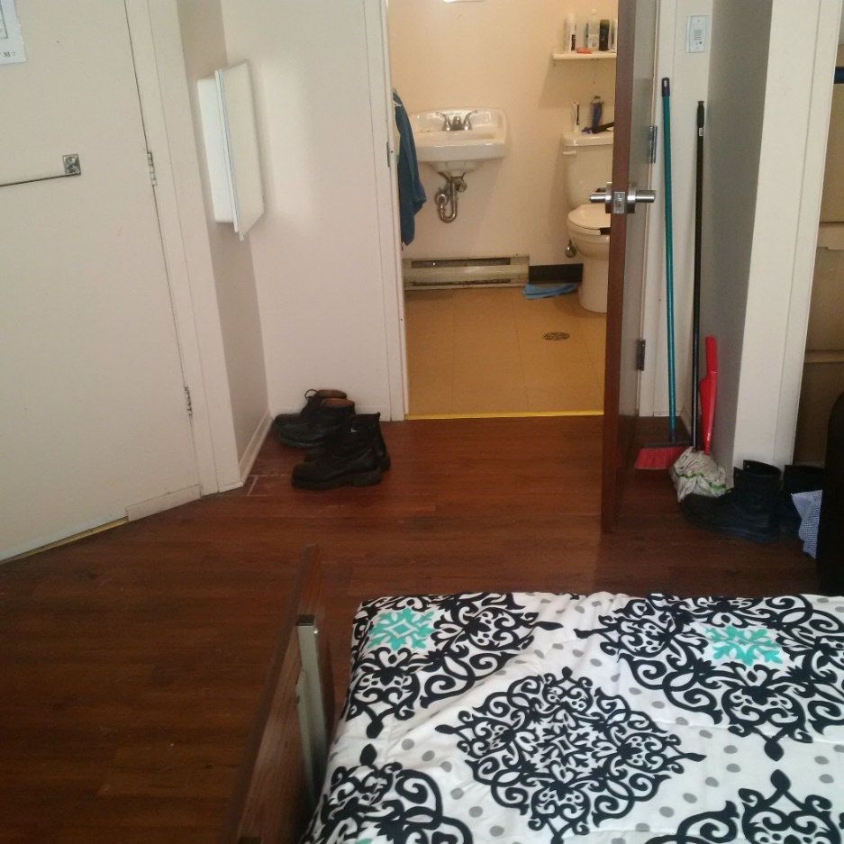 A picture of a bedroom at Maison Cross Roads (community based residential facility in Montreal, Quebec).