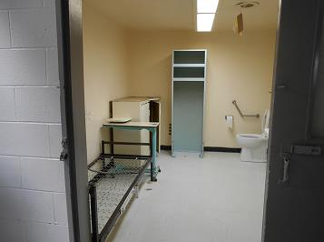 A picture of an accessible cell at the Federal Training Centre